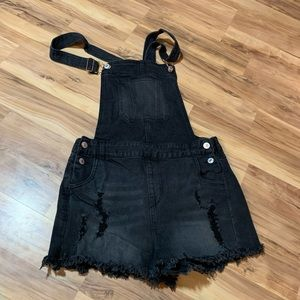 Love Tree distressed black jean shorts size M